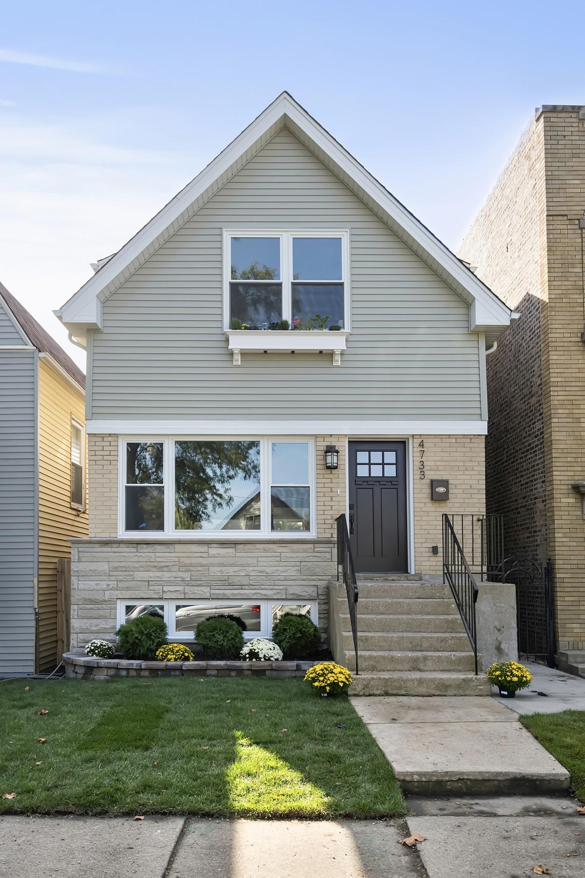 단독 가정 주택 용 매매 에 Charming Fully Rehabbed Brick Home 4733 W Patterson Avenue Irving Park, Chicago, 일리노이즈 60641 미국
