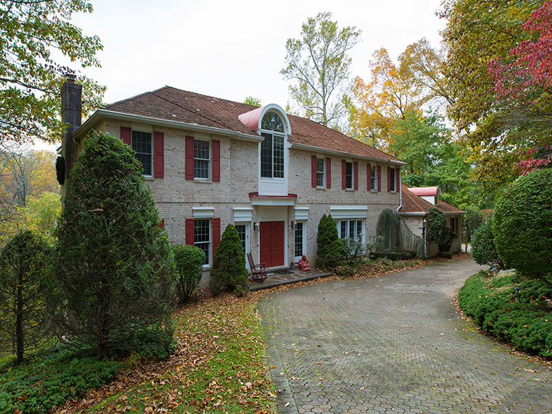 Property For Sale at 122 Cove Lane