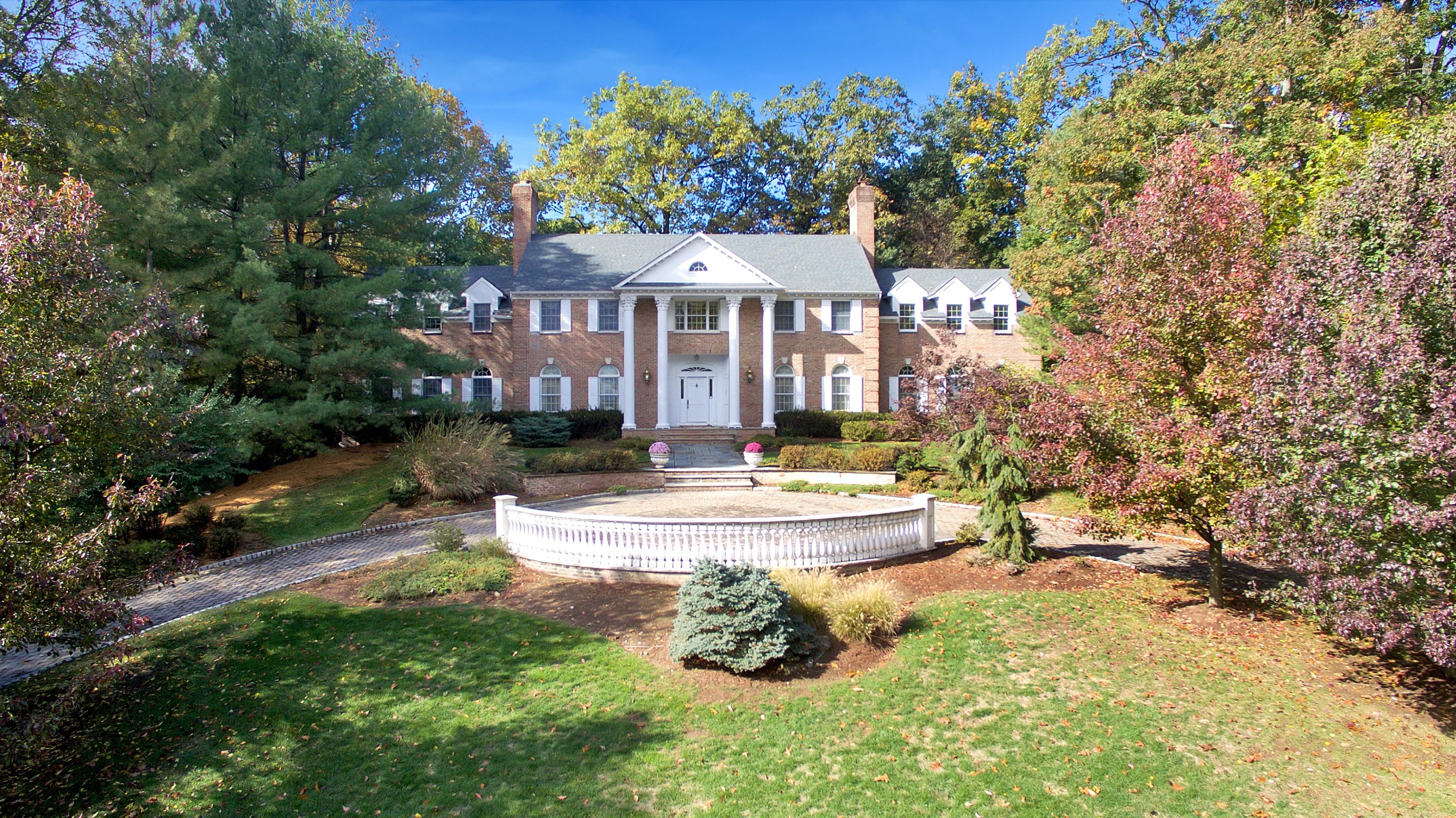 Villa per Vendita alle ore All Brick Mansion 1 Lookout Drive Saddle River, New Jersey, 07458 Stati Uniti