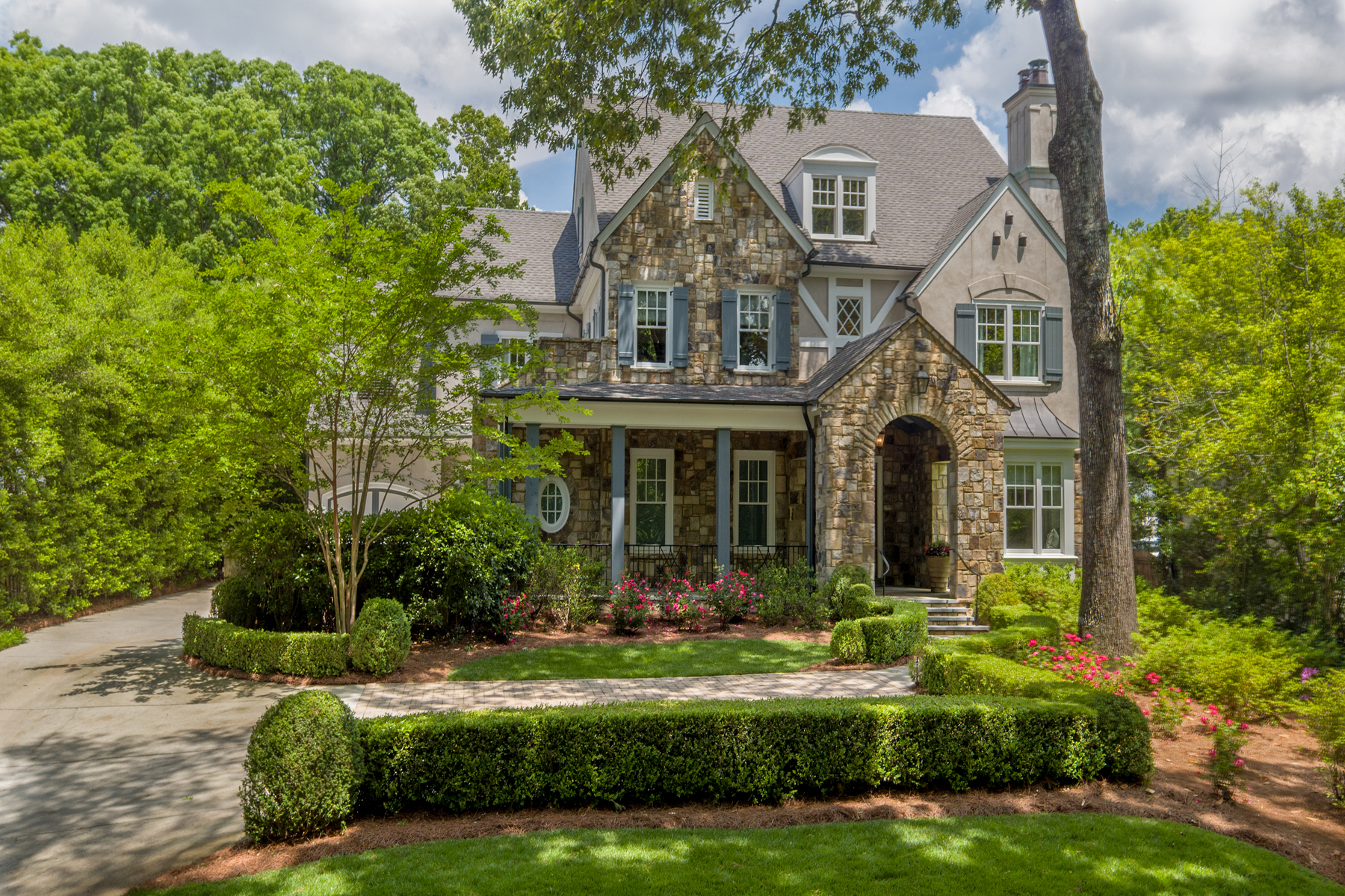Maison unifamiliale pour l Vente à Spectacular Home In A Renowned Location 67 Blackland Road Tuxedo Park, Atlanta, Georgia, 30342 États-Unis