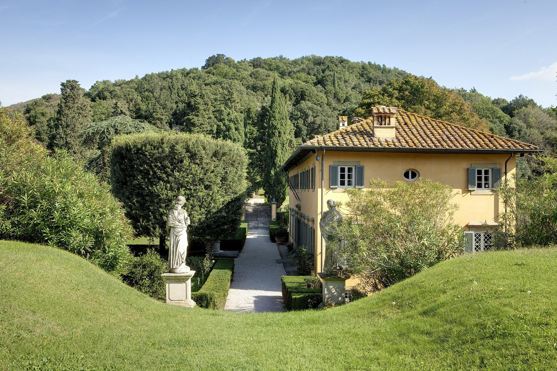 Additional photo for property listing at Exclusive villa in Lucchesia Lucca, Lucca Italy