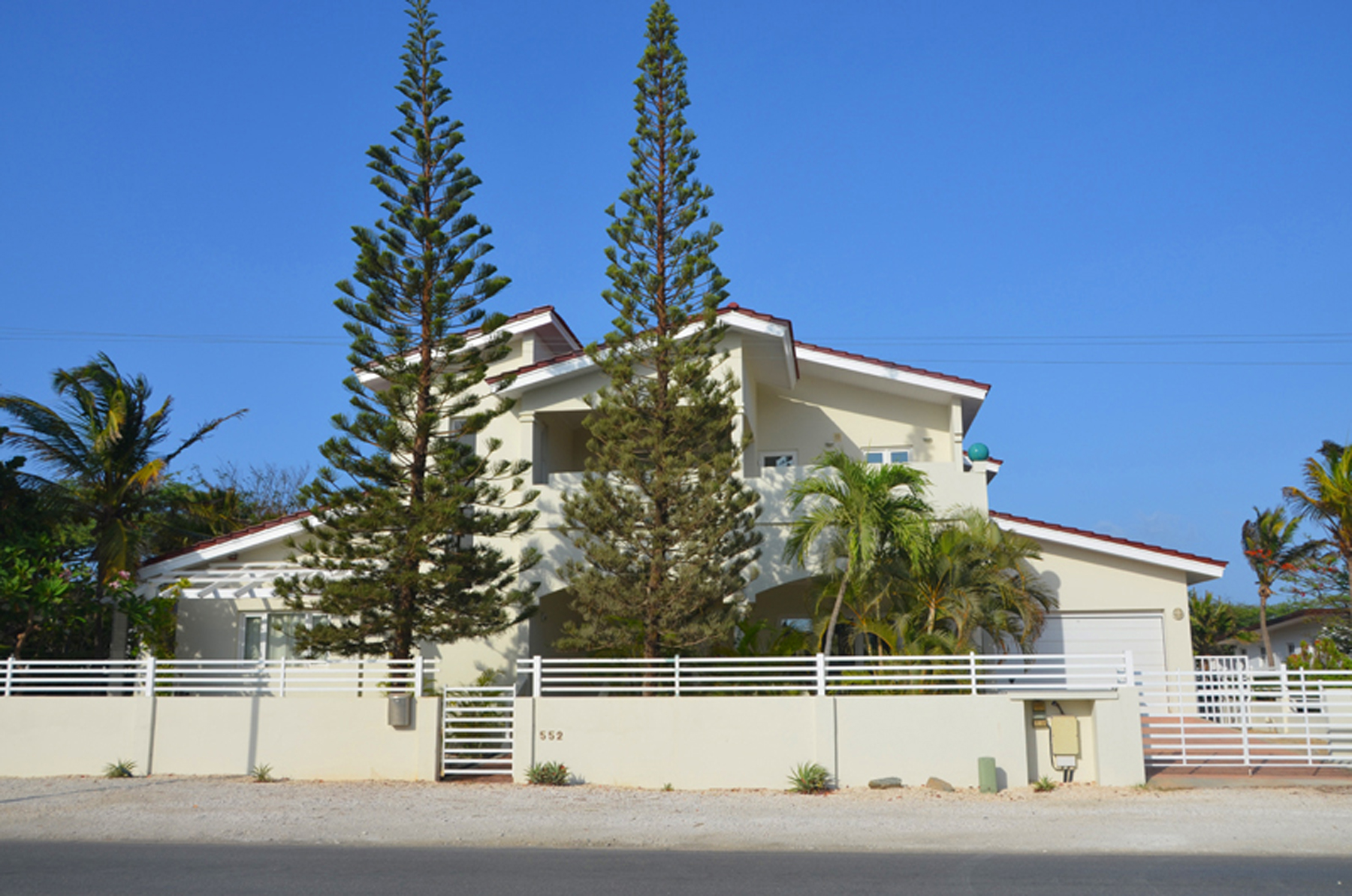 Single Family Home for Rent at 'sGravendeel Villa Malmok, Aruba Aruba