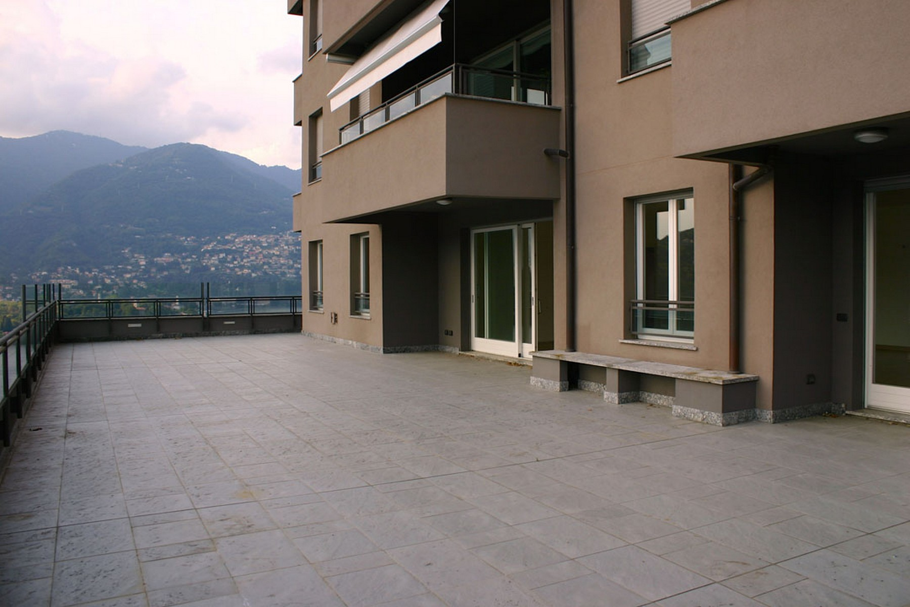 Appartement pour l Vente à Prestigious newly built apartment with panoramic terrace Via Torno Como, Como 22100 Italie