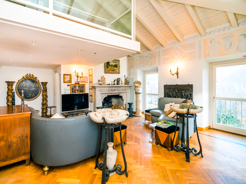 Additional photo for property listing at Stylish penthouse apartment in XIX century villa via Cardano Como, Como 22100 Italy