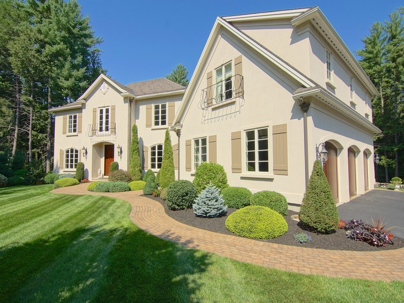 Maison unifamiliale pour l Vente à Classic Understated Elegance in Seaside Community 16 Whitehorse Drive Rye, New Hampshire 03870 États-Unis