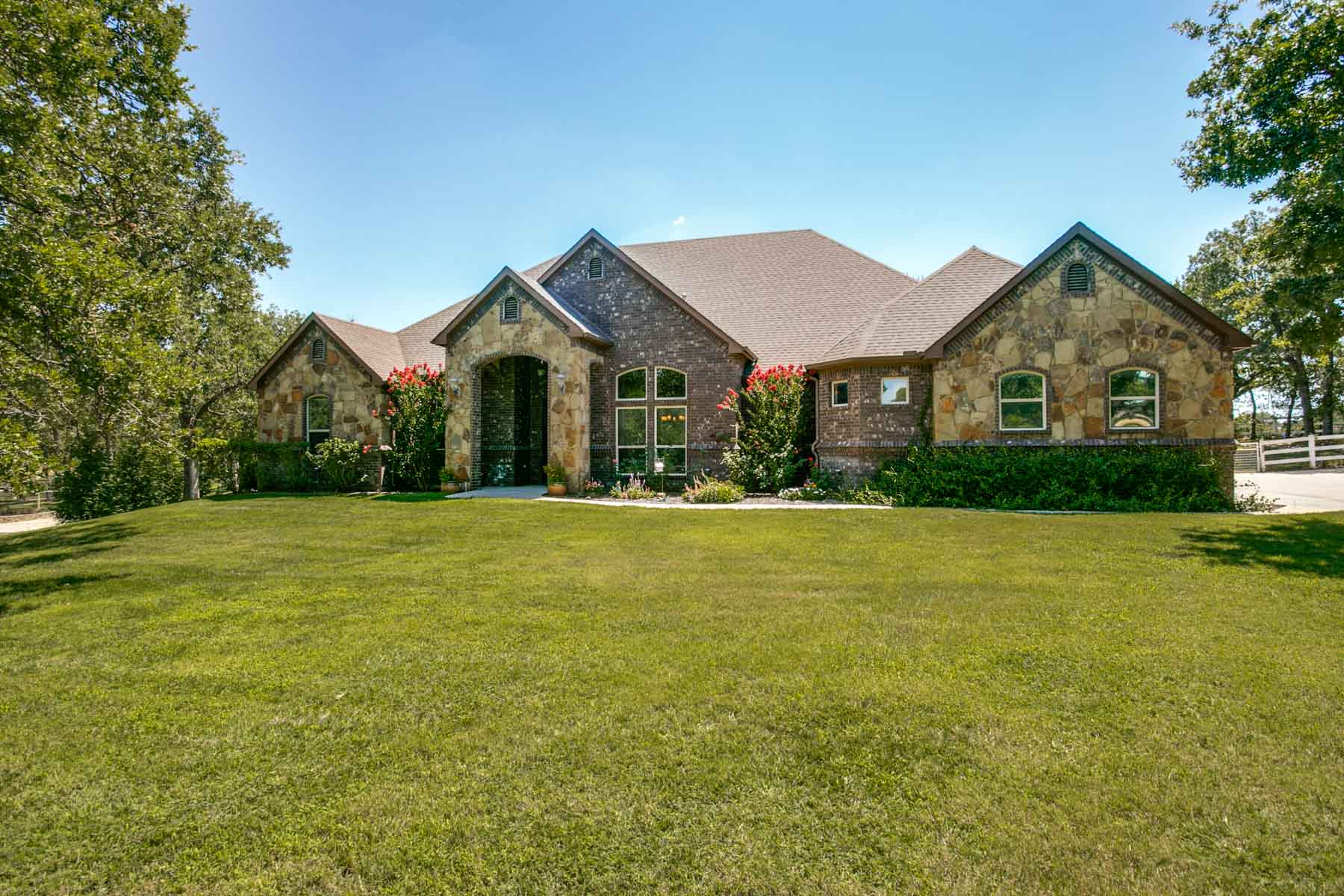 Casa Unifamiliar por un Venta en Greenwood Ranch Estates 211 Pack Saddle Trail Weatherford, Texas, 76088 Estados Unidos
