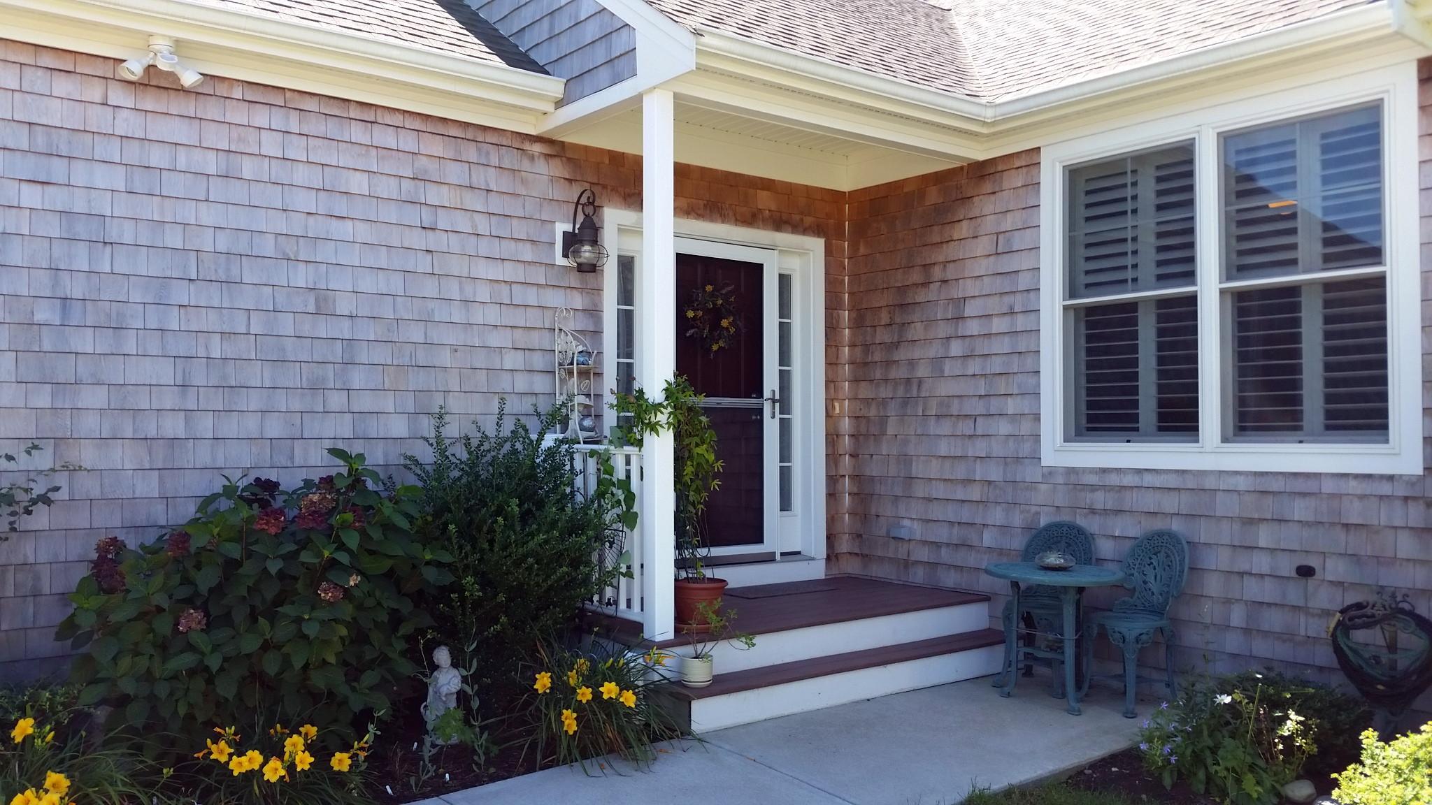 共管式独立产权公寓 为 销售 在 Bay Ridge Condominium 88 Bay Ridge Drive 米德尔敦, 罗得岛 02842 美国