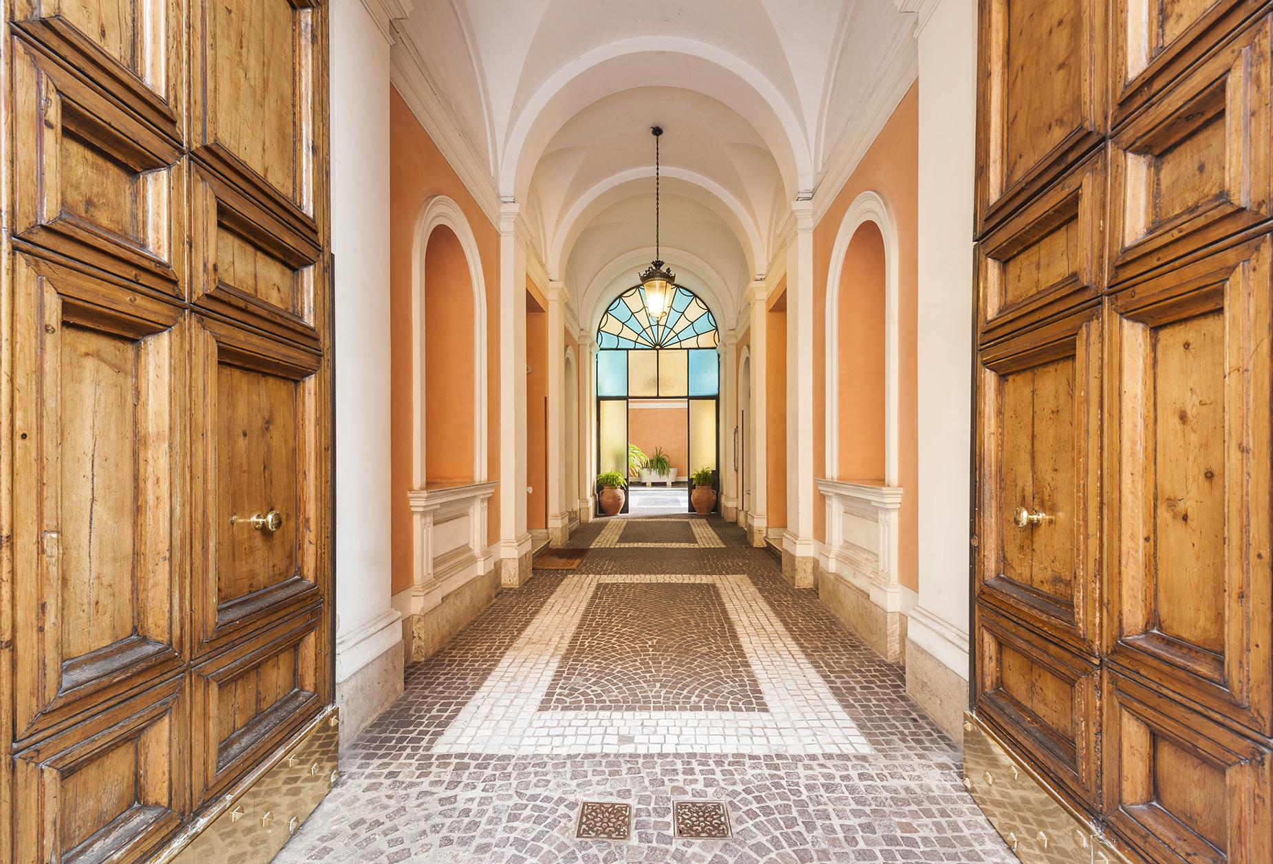Appartement pour l Vente à Elegant and bright apartment in the Sallustiano district Via Piave Rome, Rome 00187 Italie