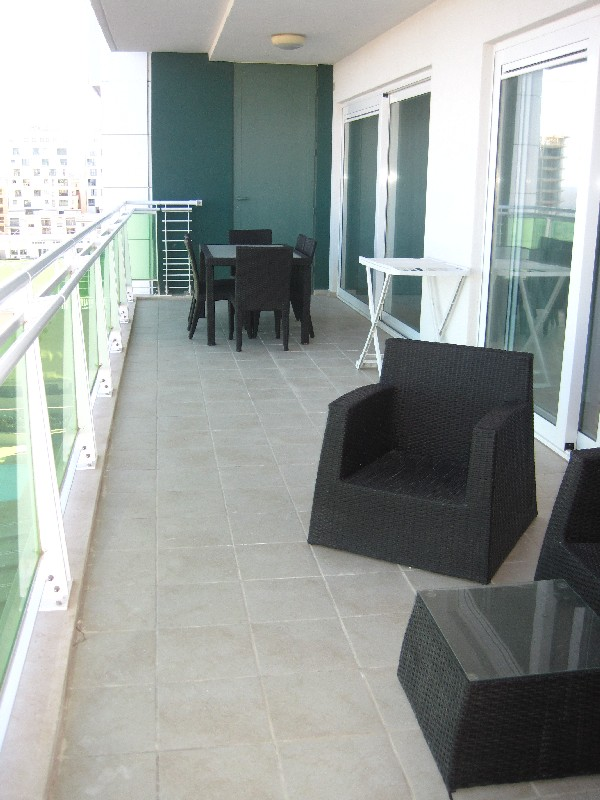 Property Of Highly Finished Seafront Cambridge Apartment