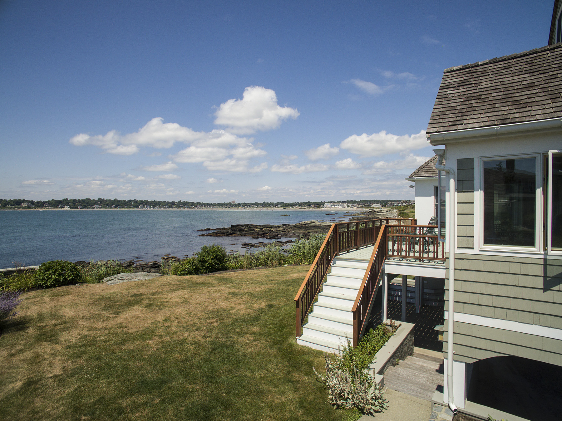 Additional photo for property listing at 'Cliff Cottage' 63 Shore Drive Middletown, Rhode Island 02842 Estados Unidos