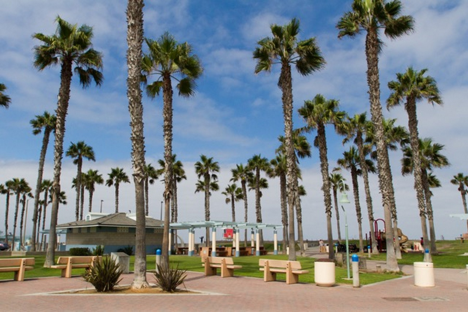Additional photo for property listing at 2 Blocks to the Beach across from the wildlife sanctuary nature trails 318 Imperial Beach Boulevard Imperial Beach, California 91932 United States