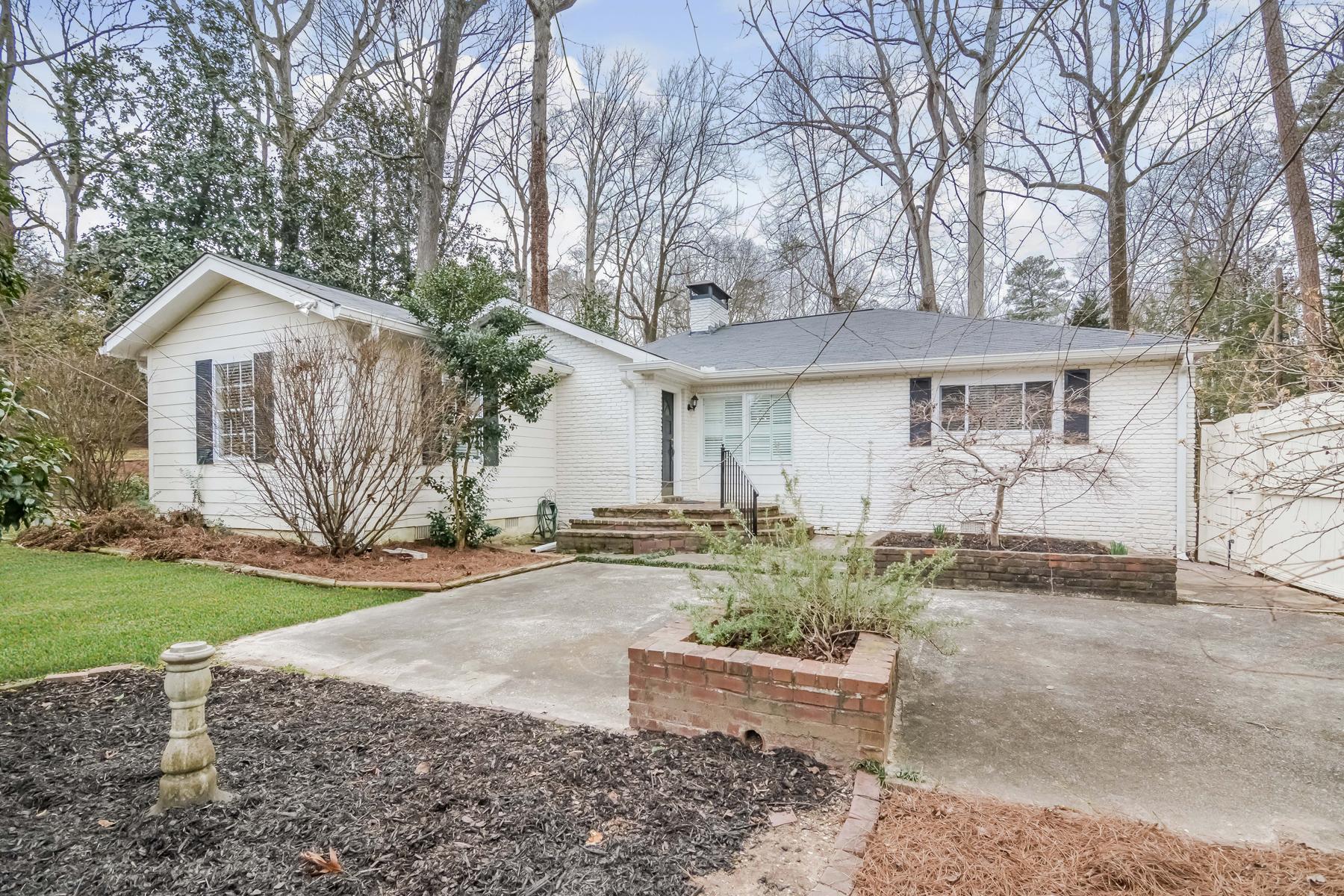 Maison unifamiliale pour l Vente à Charming Bungalow In LaVista Park 1241 Sheridan Road NE Atlanta, Georgia, 30324 États-Unis