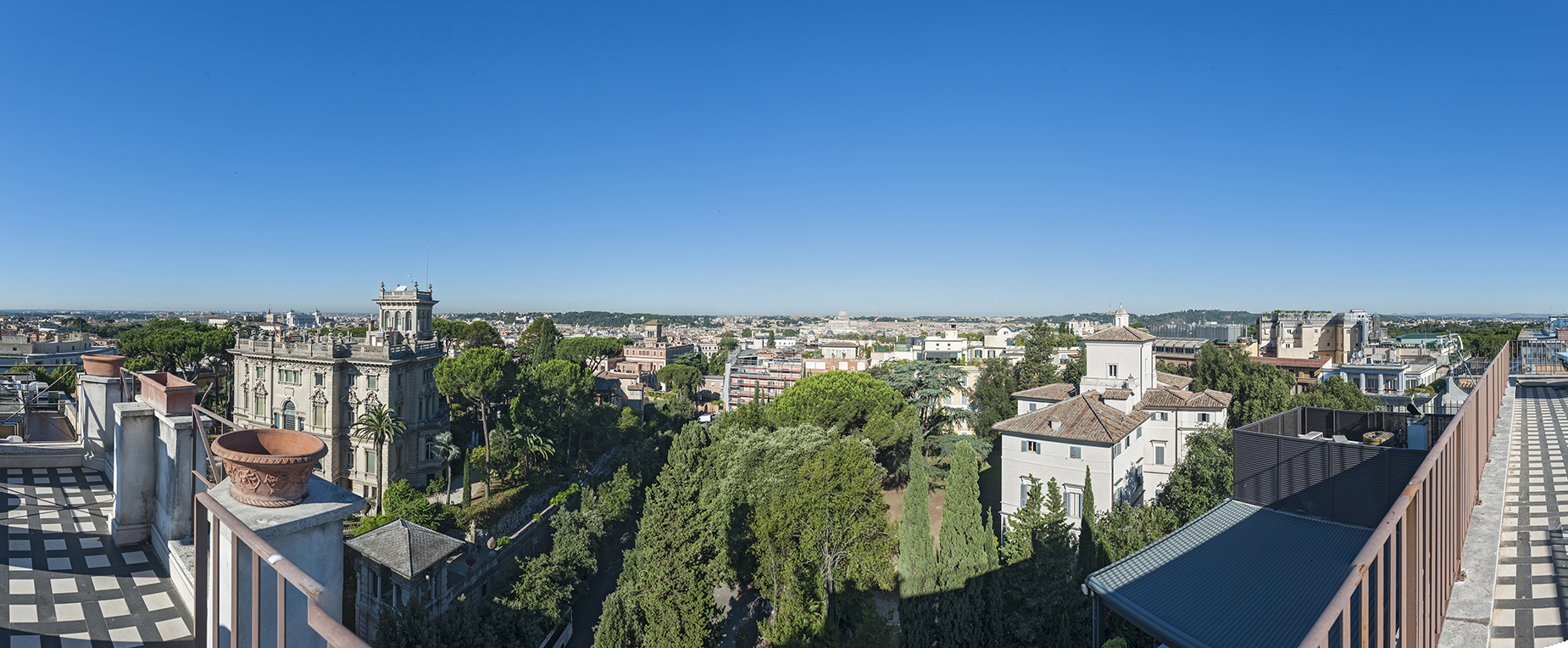 Additional photo for property listing at Stunning penthouse with 360 ° view of the eternal city Rome, Rome Italien