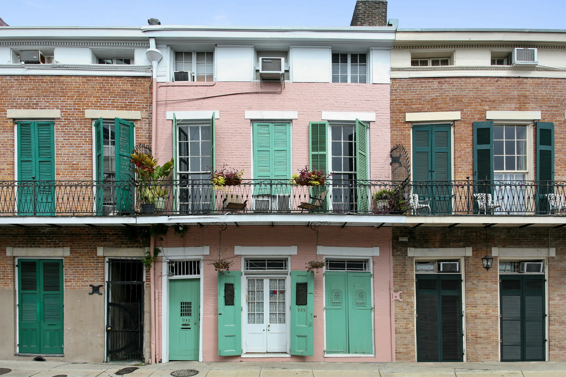 Property For Sale at 935 Dumaine Street