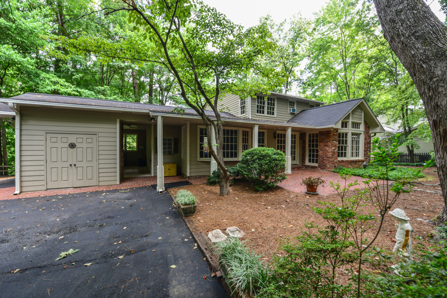 Additional photo for property listing at Sandy Springs - Riverside Traditional 6295 River Overlook Drive Sandy Springs, Geórgia 30328 Estados Unidos