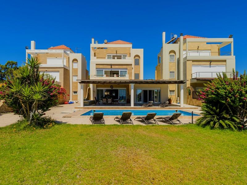 Частный односемейный дом для того Продажа на Beachfront Appeal Lachania, Dodecanese Rhodes, Южная Часть Эгейского Моря 85100 Греция