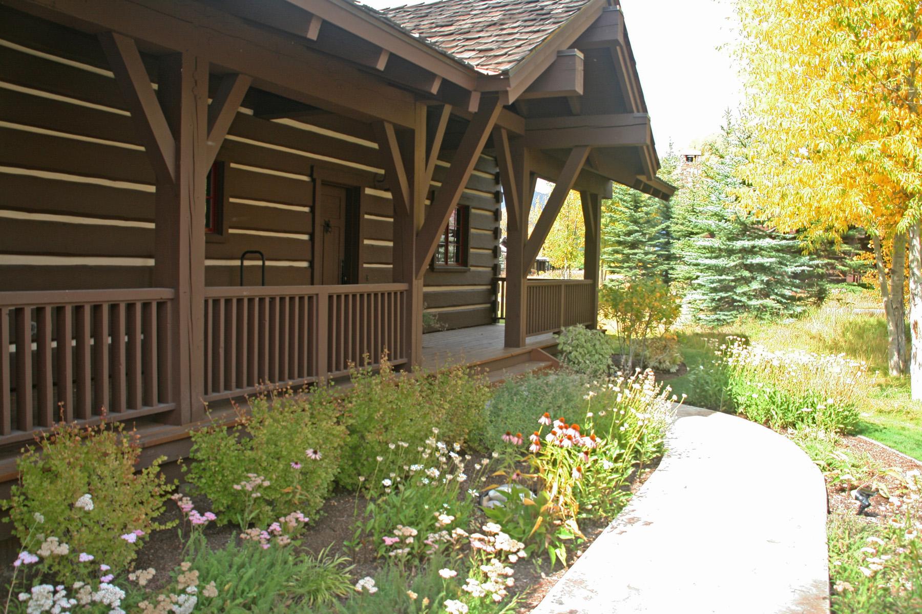 Maison unifamiliale pour l Vente à Jackson Hole Golf and Tennis Cabin 5845 Mountain Mahogany Lane Jackson, Wyoming, 83001 Jackson Hole, États-Unis