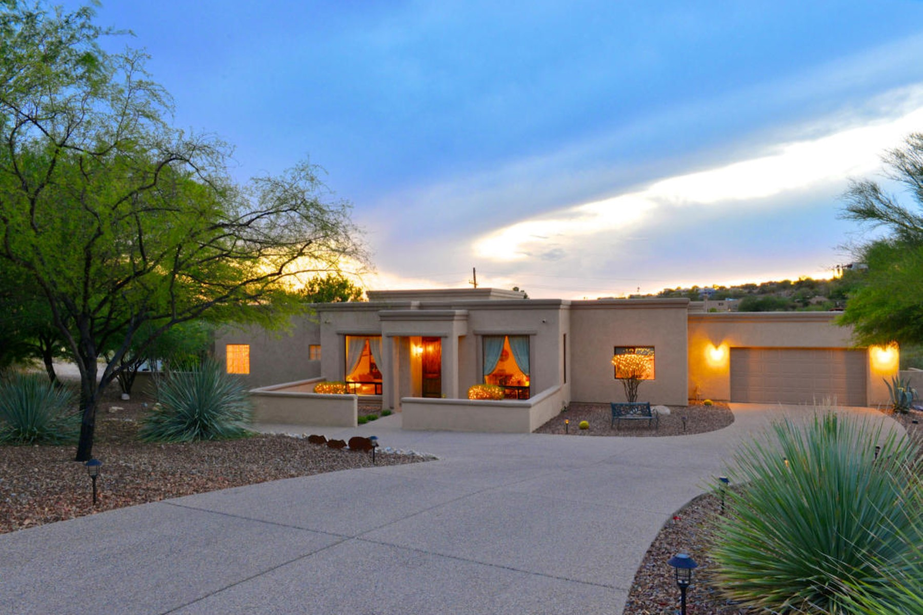 Single Family Home for Sale at Custom four bedroom + den on quiet culdesac. 3923 N Lindstrom Place Tucson, Arizona 85750 United States