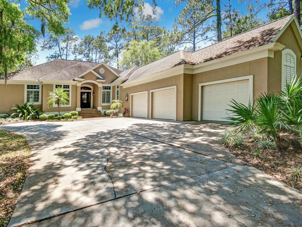 獨棟家庭住宅 為 出售 在 Beautifully Updated Home with Fairway Views 70 Long Point Drive Amelia Island, 佛羅里達州, 32034 美國