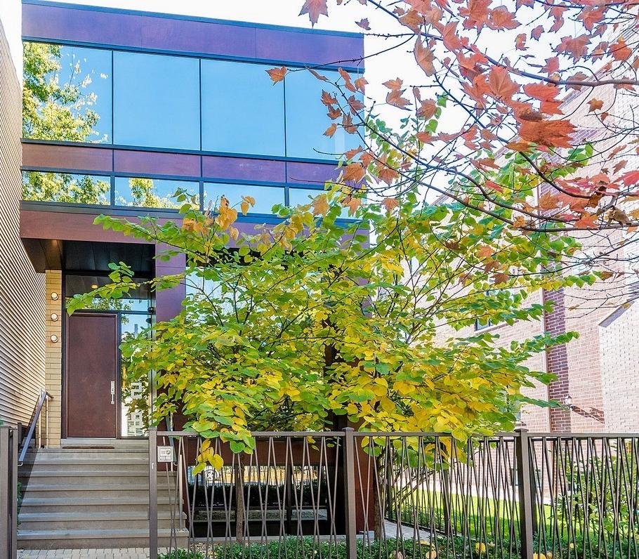 Частный односемейный дом для того Продажа на 1429 W. Wolfram Chicago, Иллинойс, 60657 Соединенные Штаты