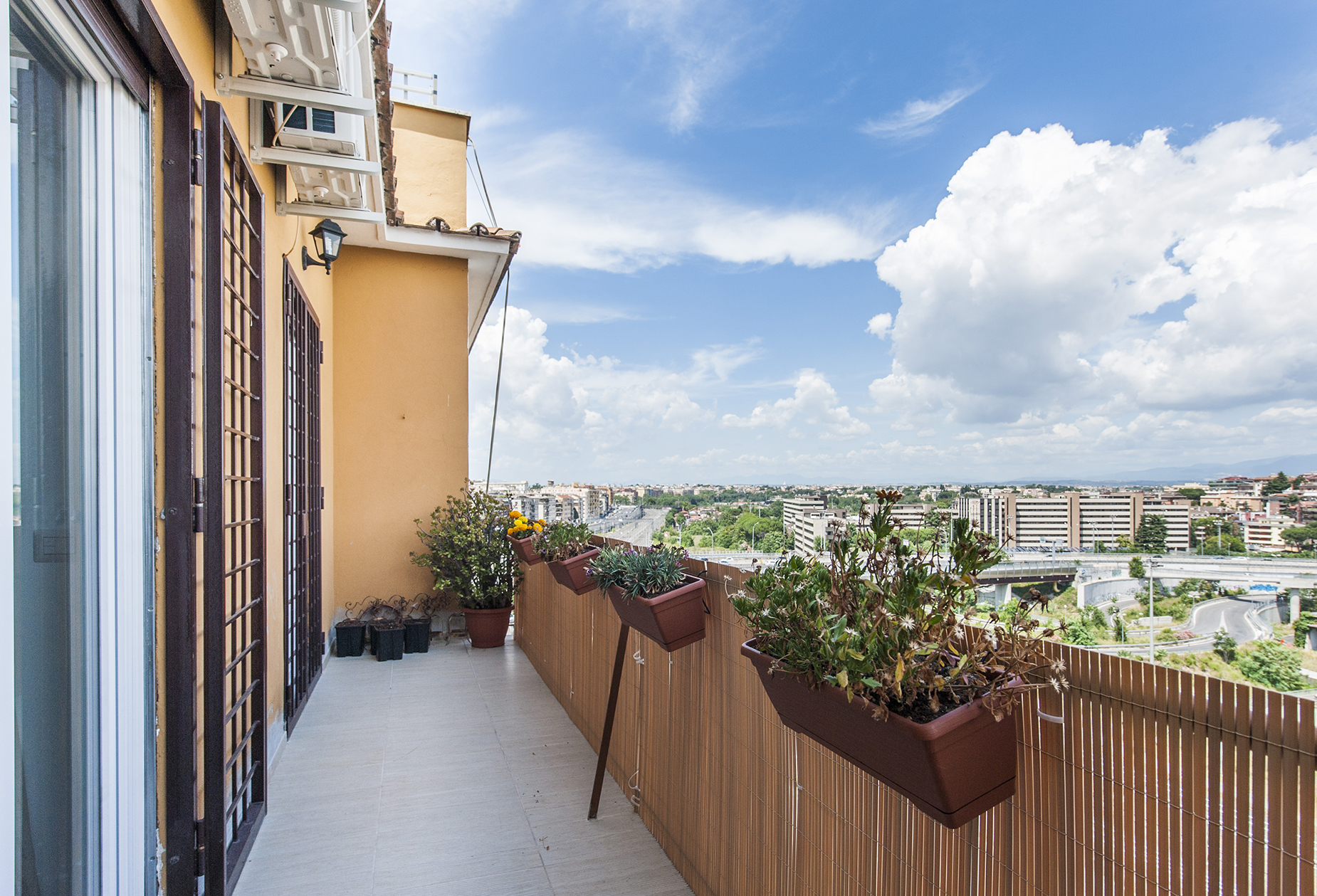 Additional photo for property listing at Panoramic apartment adjacent Piazza Tommasini Rome, Rome Italien