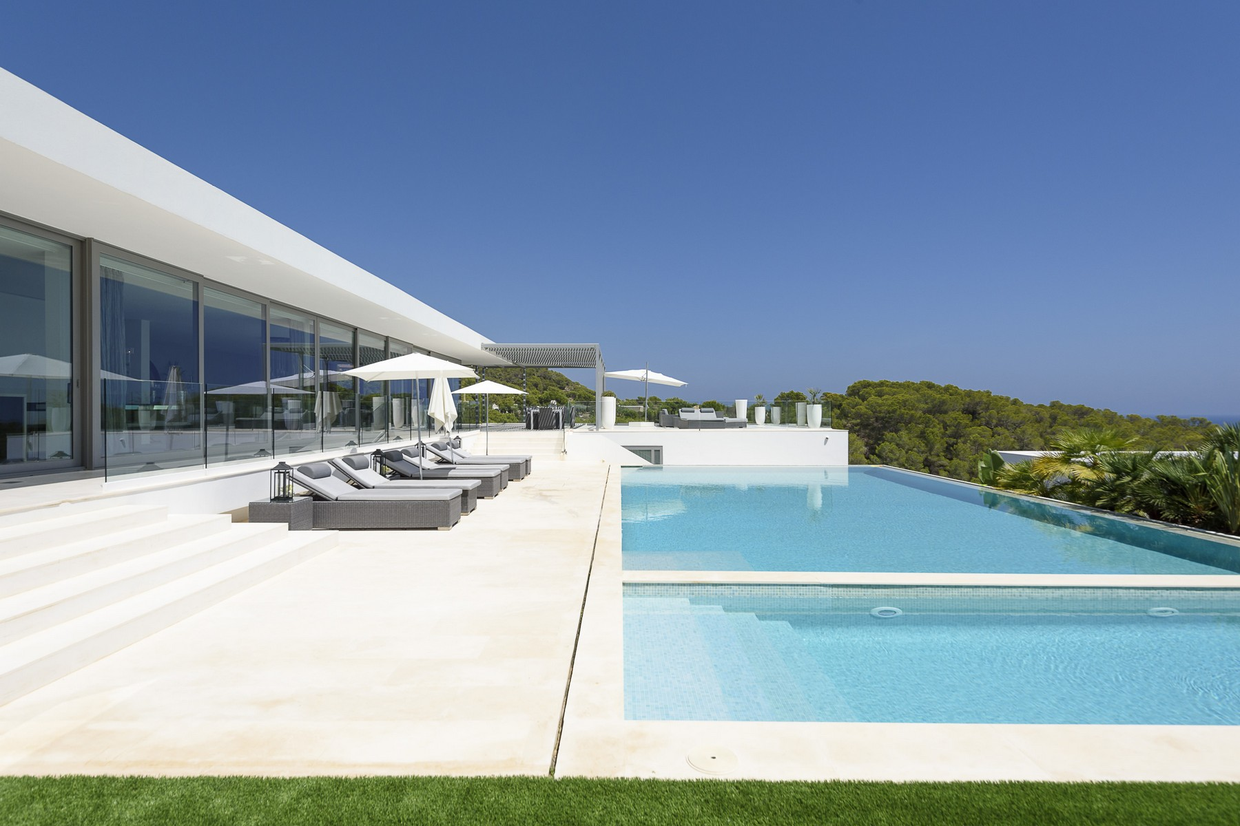 Casa Unifamiliar por un Venta en Stunning Villa With Sea Views In Cap Martinet Ibiza, Ibiza, 07819 España