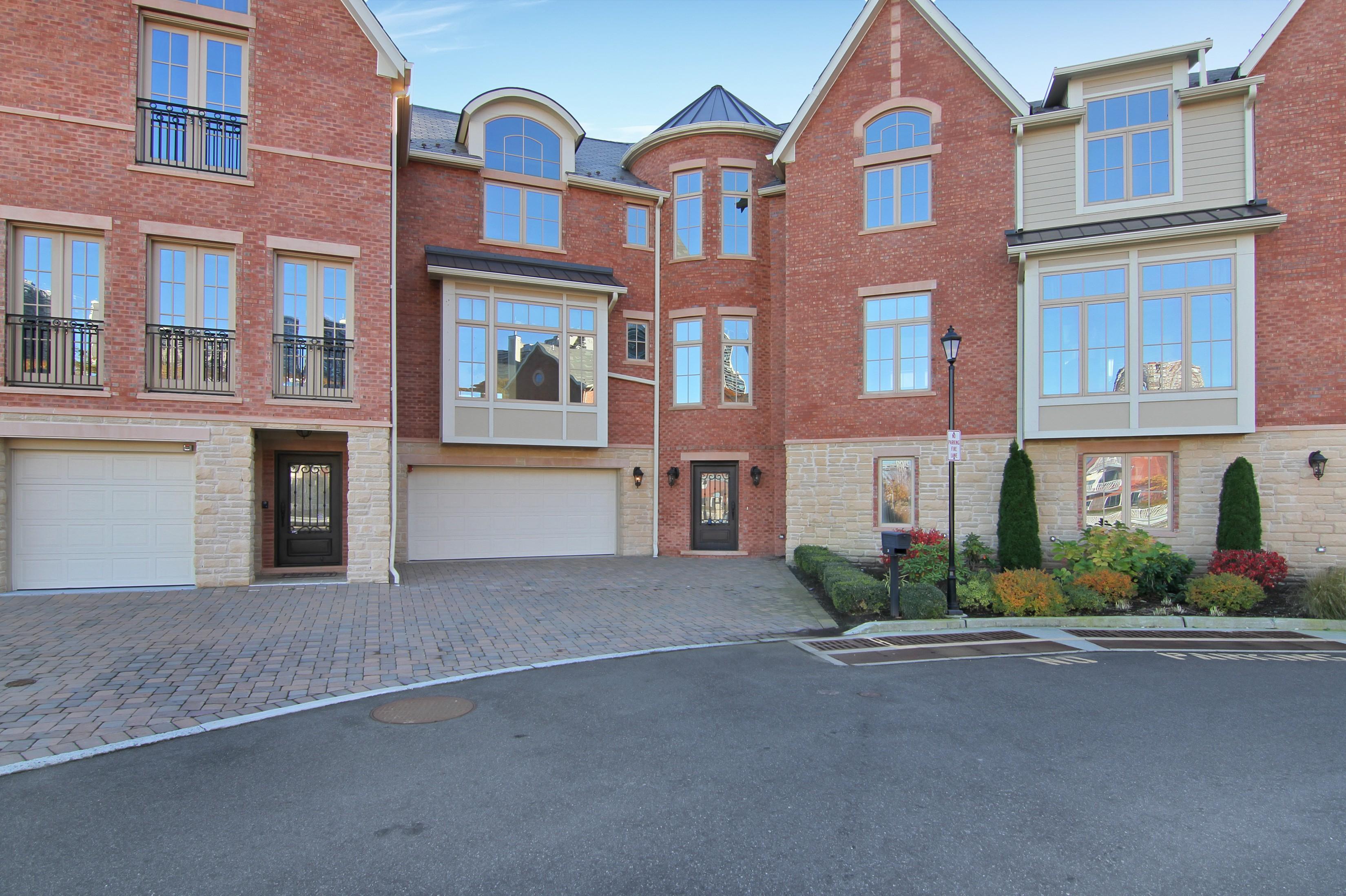 Casa Unifamiliar por un Venta en New Riverfront Property 25 Moorings Lane Edgewater, Nueva Jersey 07020 Estados Unidos