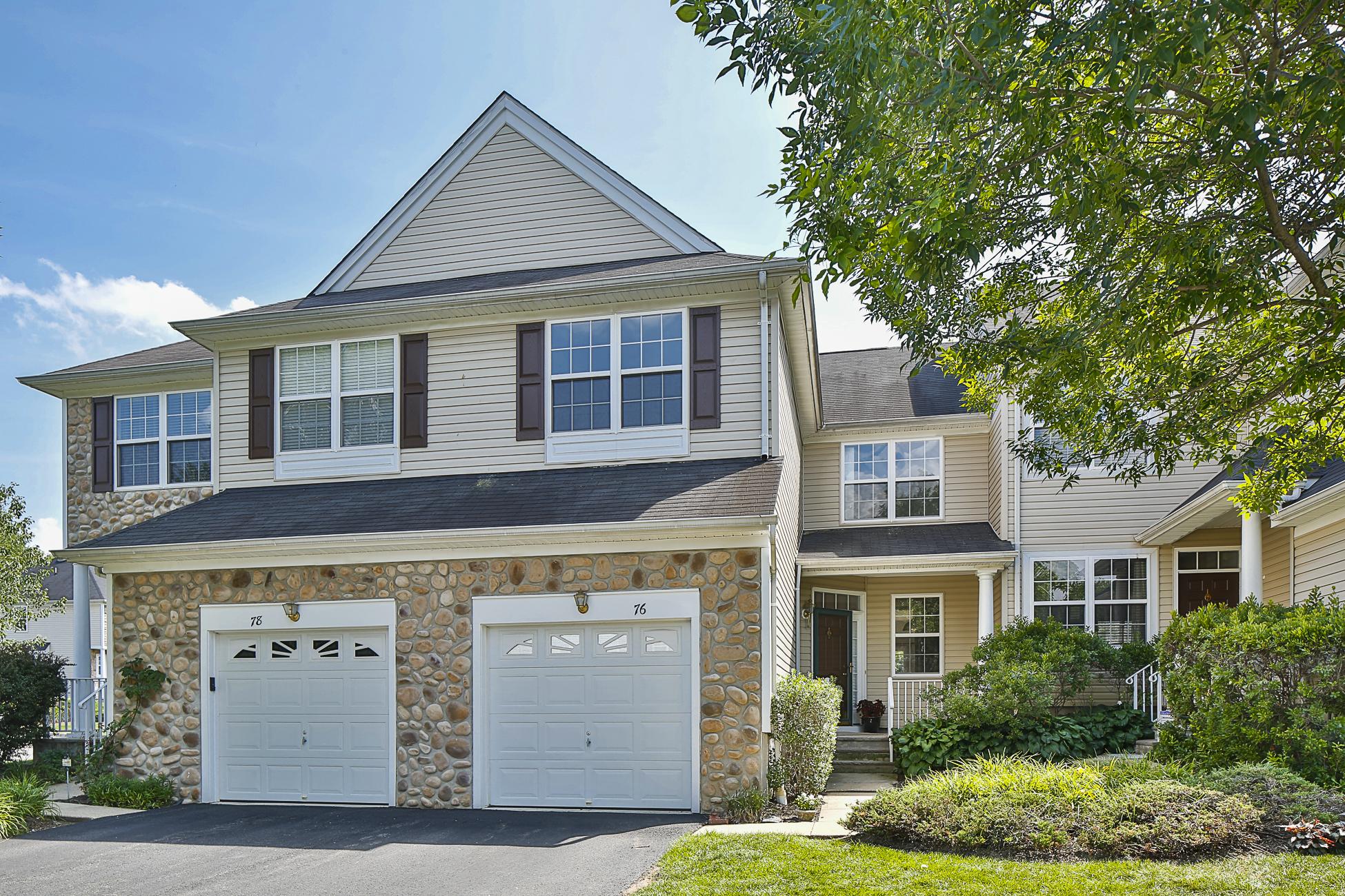 联栋屋 为 销售 在 Open, Airy And Pleasantly Neutral - Montgomery Township 76 River Birch Circle Princeton, 新泽西州 08540 美国