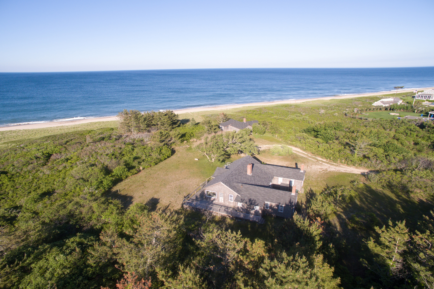 Villa per Vendita alle ore Quiet Stretch of Paradise 17 Squam Road Nantucket, Massachusetts, 02554 Stati Uniti