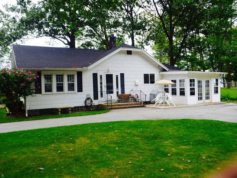 Single Family Home for Sale at Deeded Lake Michigan Access 2821 W. Bundy Coloma, Michigan 49038 United States