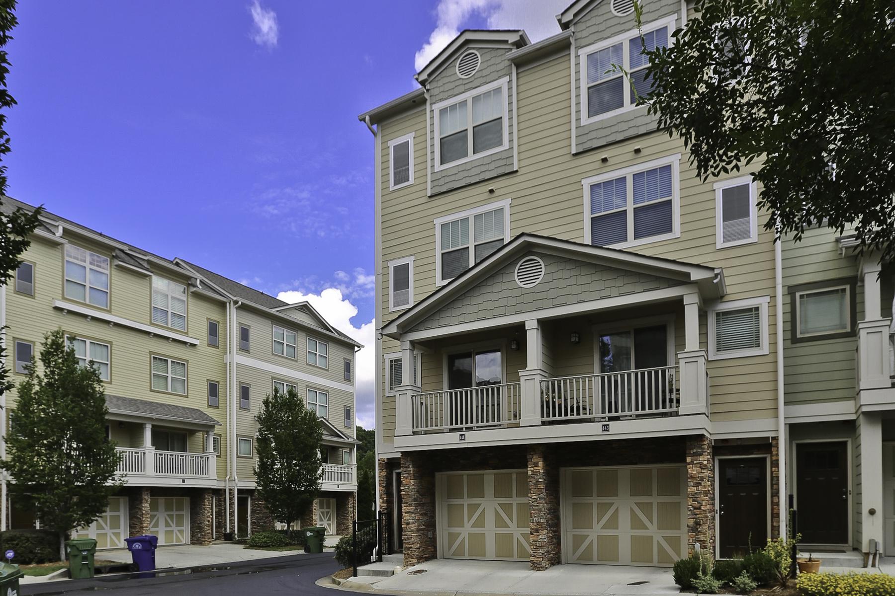 Кондоминиум для того Продажа на Cosmopolitan Townhome 215 Semel Drive Unit 441 Atlanta, Джорджия, 30309 Соединенные Штаты