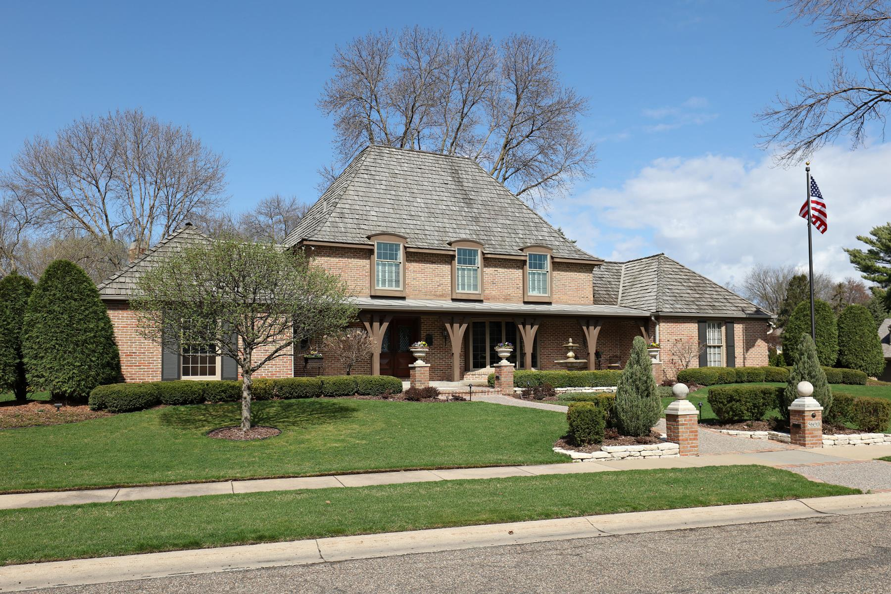 sales property at 5600 Woodcrest Drive