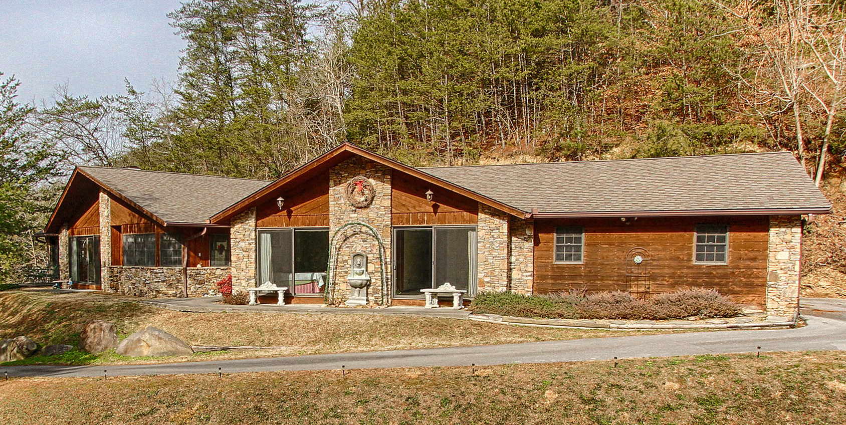 Single Family Home for Sale at Golf Course Cabin in Cobbly Nob 202 Golf Creek Road Gatlinburg, Tennessee 37738 United States