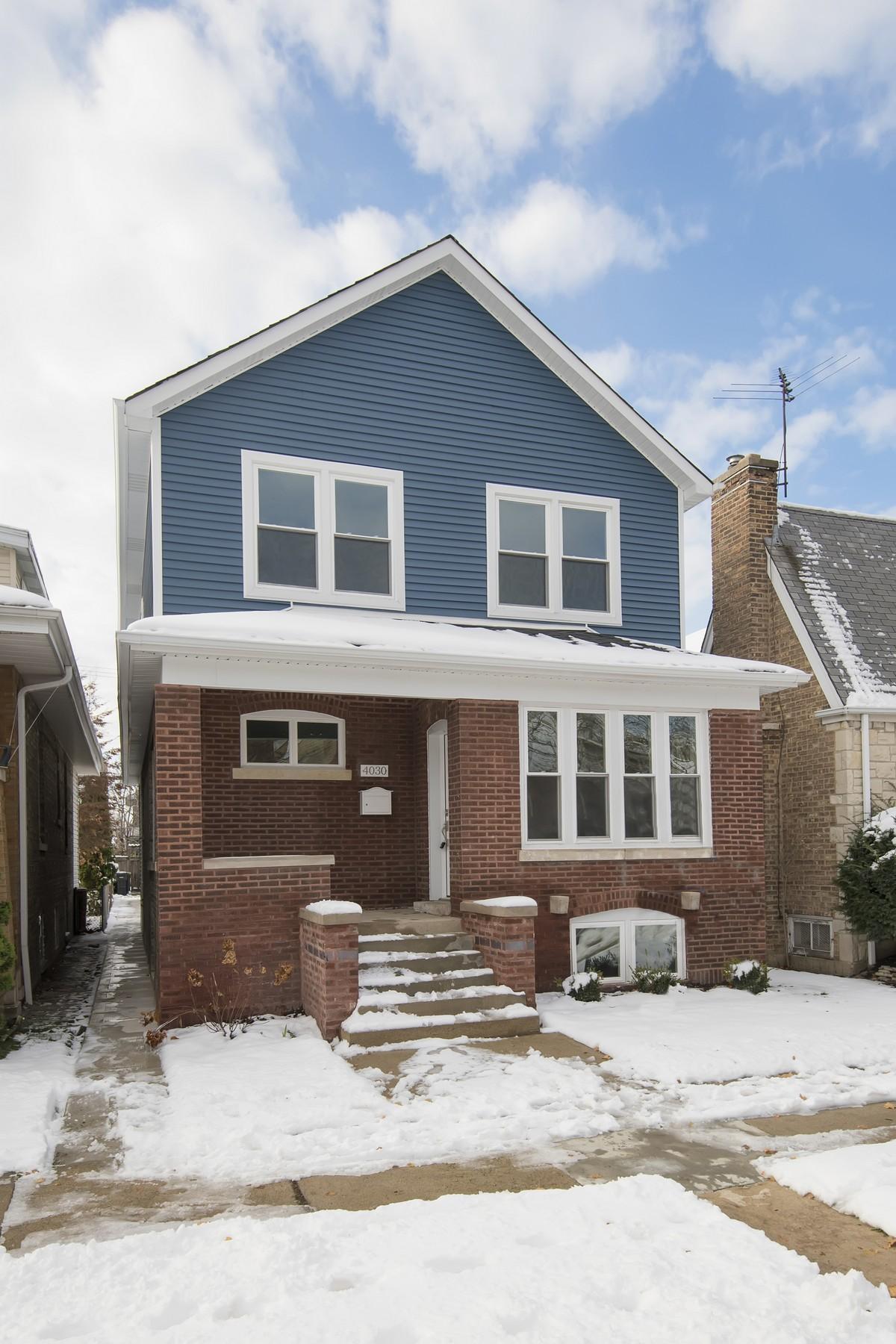 Moradia para Venda às Fully Redesigned Home 4030 N Marmora Avenue Portage Park, Chicago, Illinois 60634 Estados Unidos