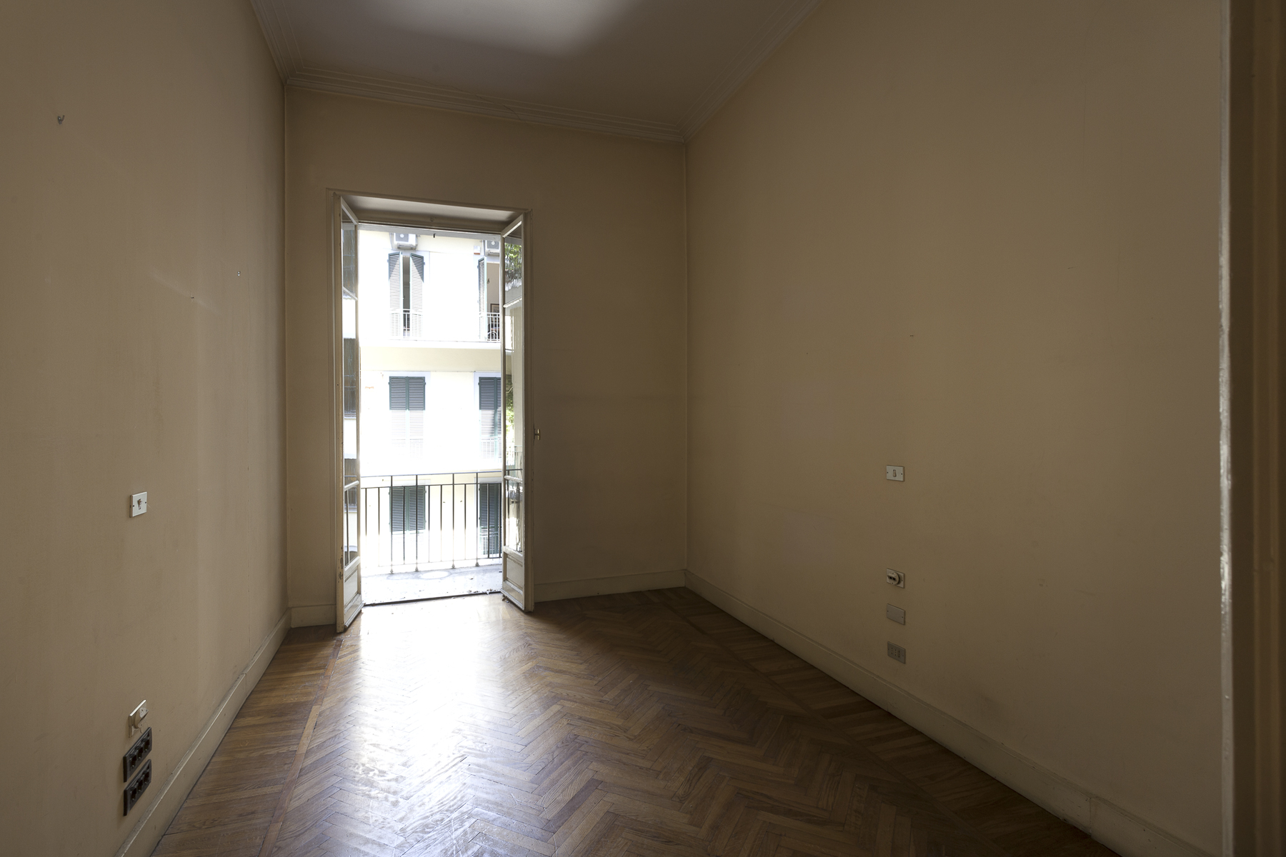 Additional photo for property listing at Prestigious office in the heart of Crocetta Neighborhood Corso Re Umberto Torino, Turin 10128 Italie