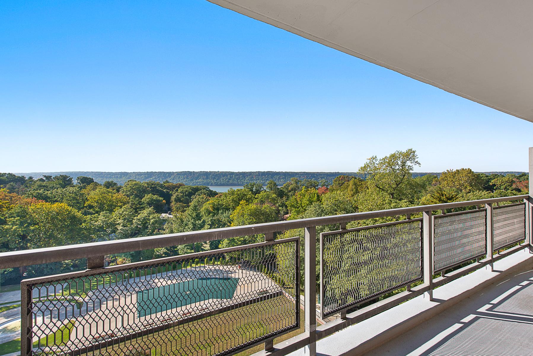 共有公寓 為 出售 在 Direct River Views + Large Terrace 4705 Henry Hudson Parkway 8B Riverdale, 紐約州, 10471 美國