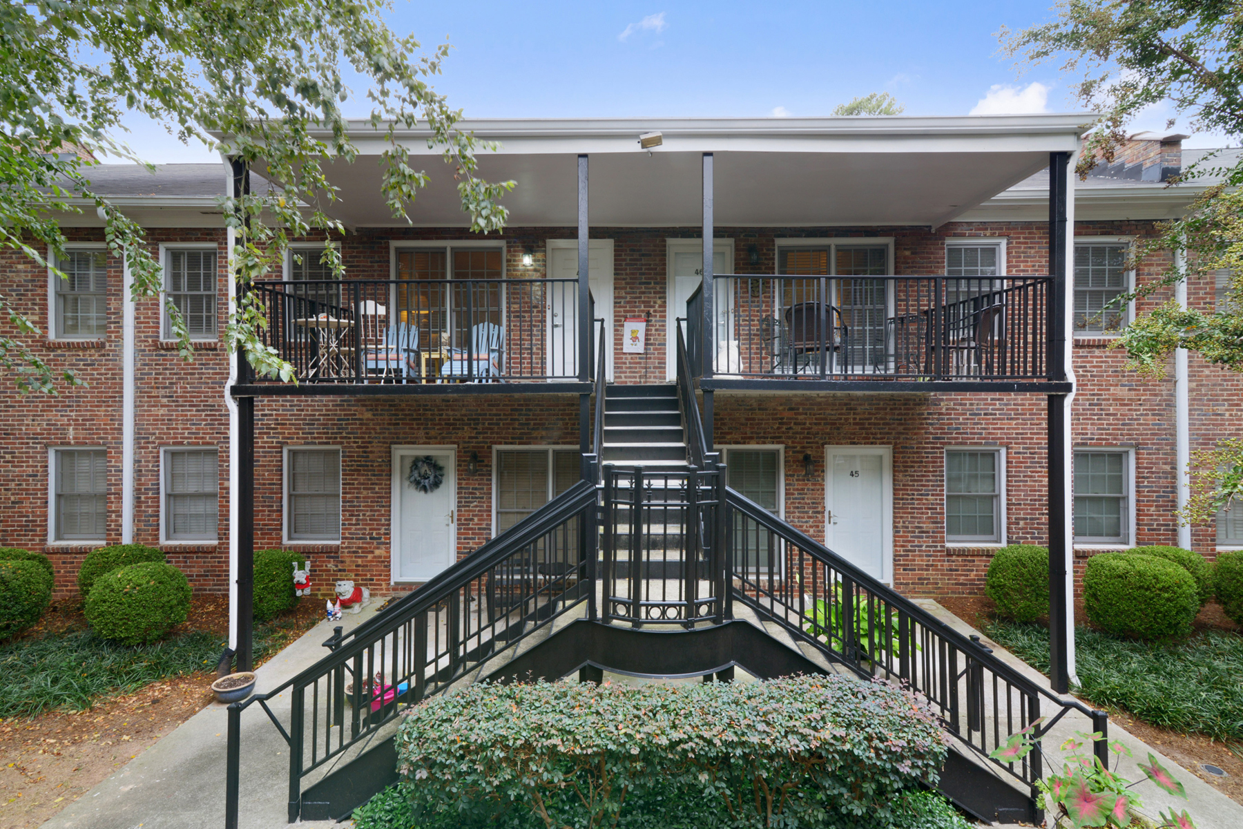 Кондоминиум для того Продажа на Move In Ready Condo In Peachtree Orleans 3675 Peachtree Road Unit 44 Atlanta, Джорджия 30319 Соединенные Штаты
