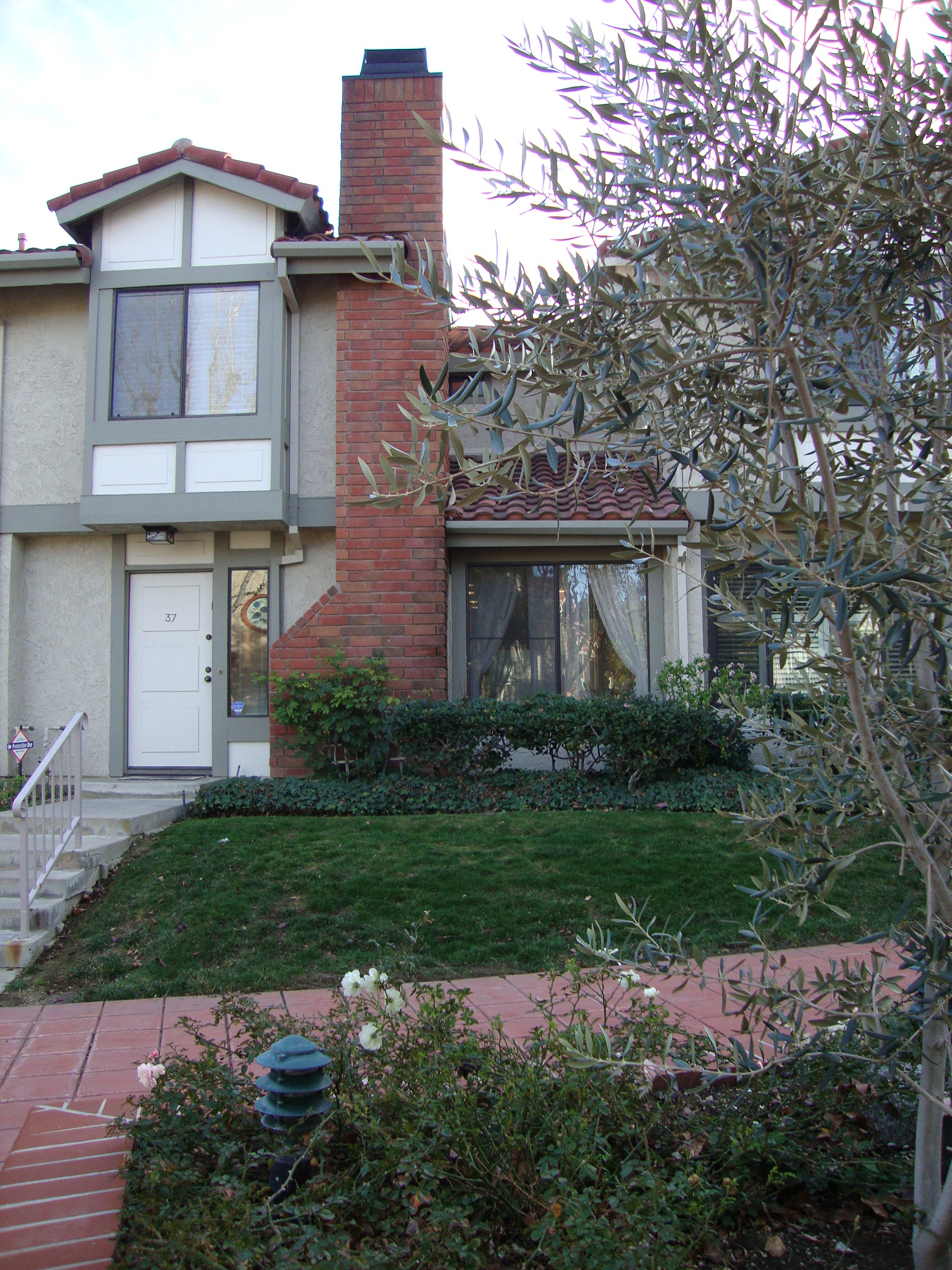 Townhouse for Sale at 6811 Valley Circle Blvd #37 6811 Valley Circle Blvd 37 West Hills, California 91307 United States