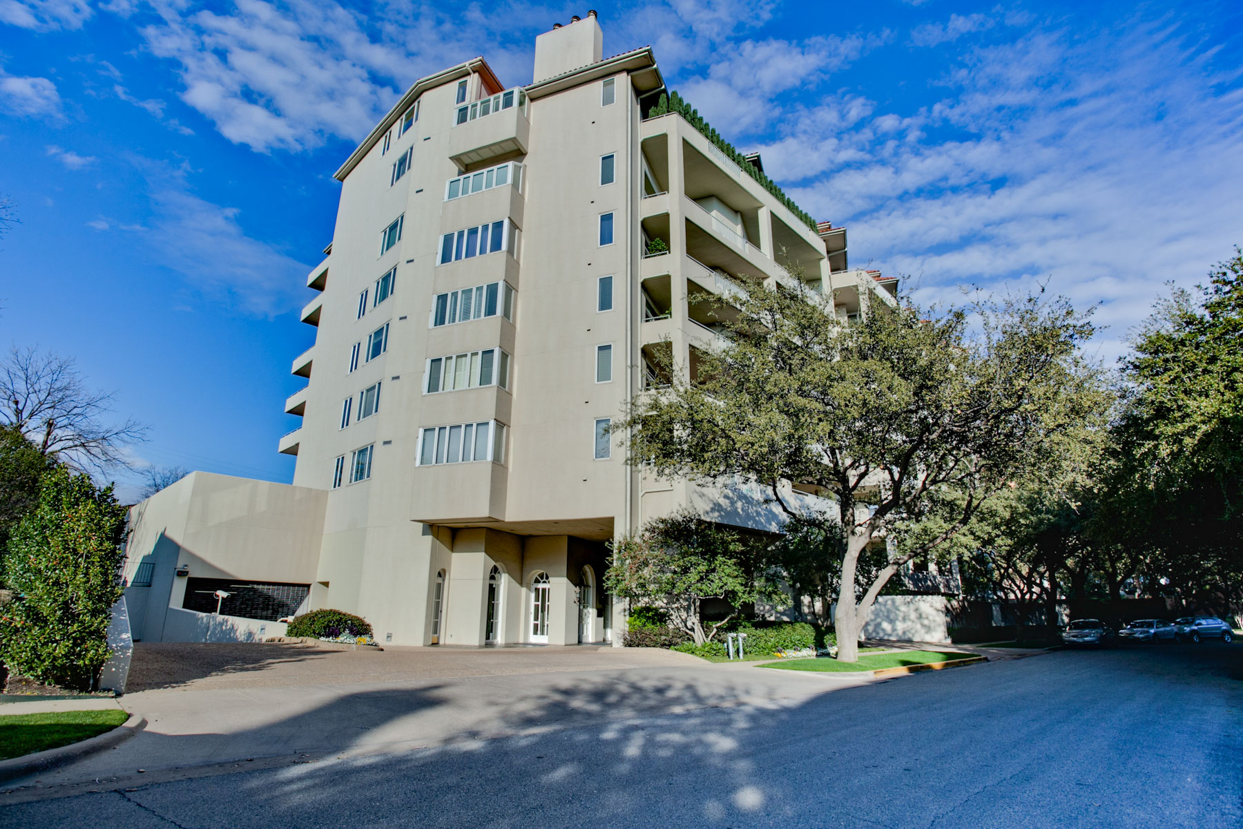 Piso por un Venta en Park Plaza in Highland Park 4500 Roland Avenue #603 Dallas, Texas, 75219 Estados Unidos