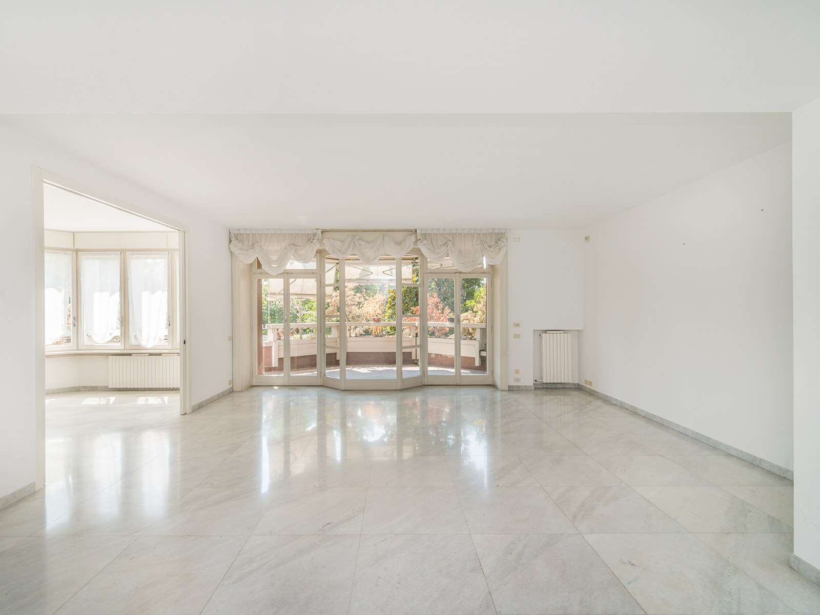 Additional photo for property listing at Discreet home with terraces in San Siro Via Ippodromo Milano, Milan 20121 Italy