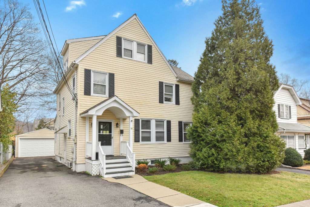 Single Family Home for Rent at In Town Location! 18 Duncan St Millburn, New Jersey 07041 United States