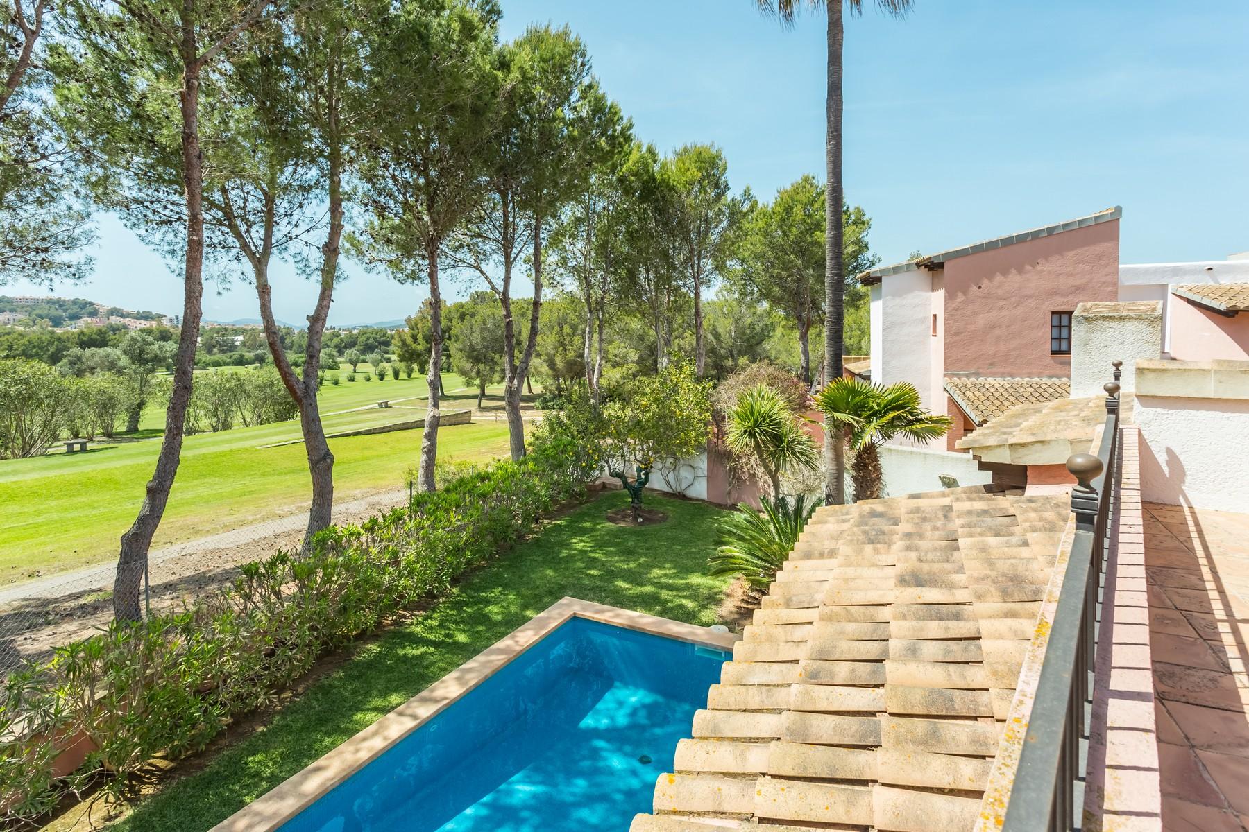 Maison unifamiliale pour l Vente à Villa at the edge of Santa Ponsa golf course Santa Ponsa, Majorque, 07181 Espagne