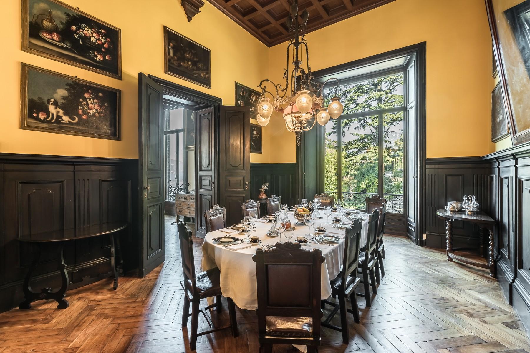 Additional photo for property listing at Magnifica villa Liberty pieds dans l'eau sul Lago di Como Via Beneficienza Bellagio, Como 22021 Italia