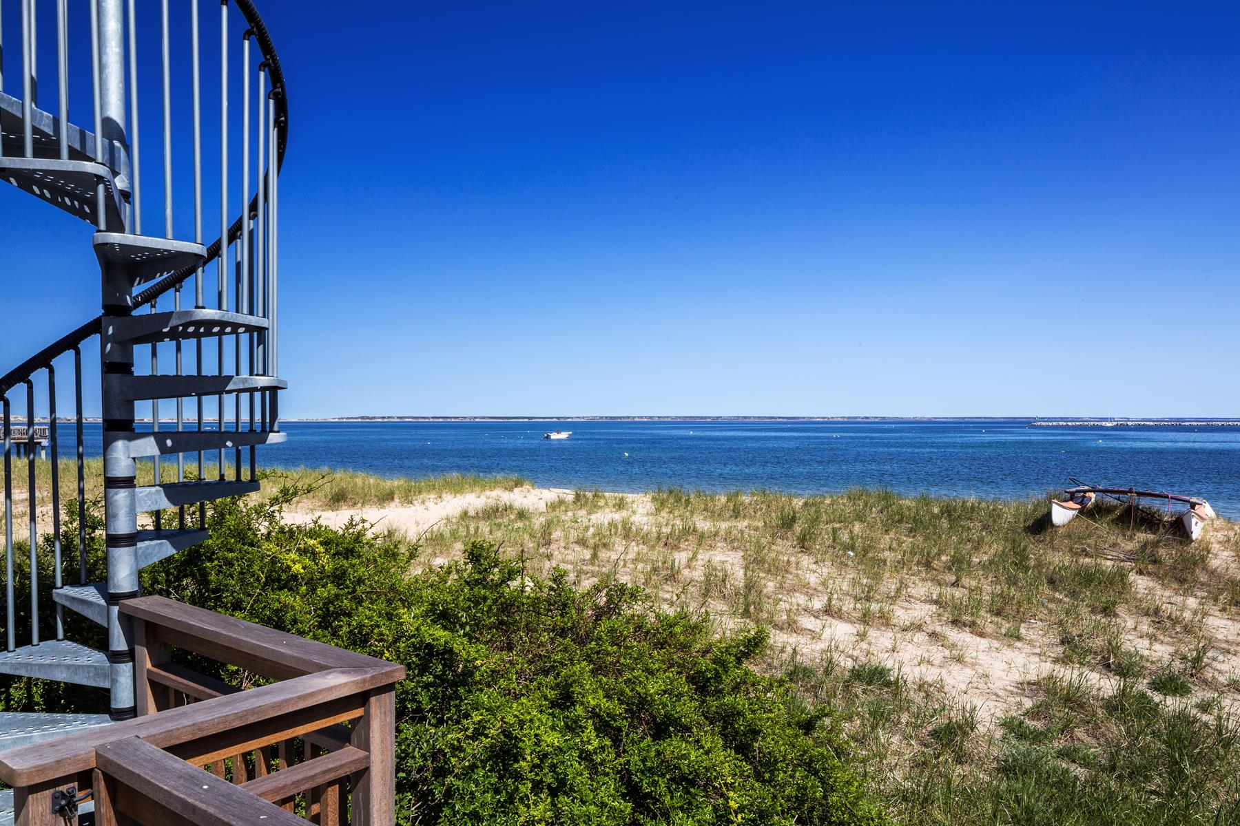 Piso por un Venta en Seaside Cottage 423 Commerical Street, Unit 4 Provincetown, Massachusetts, 02657 Estados Unidos