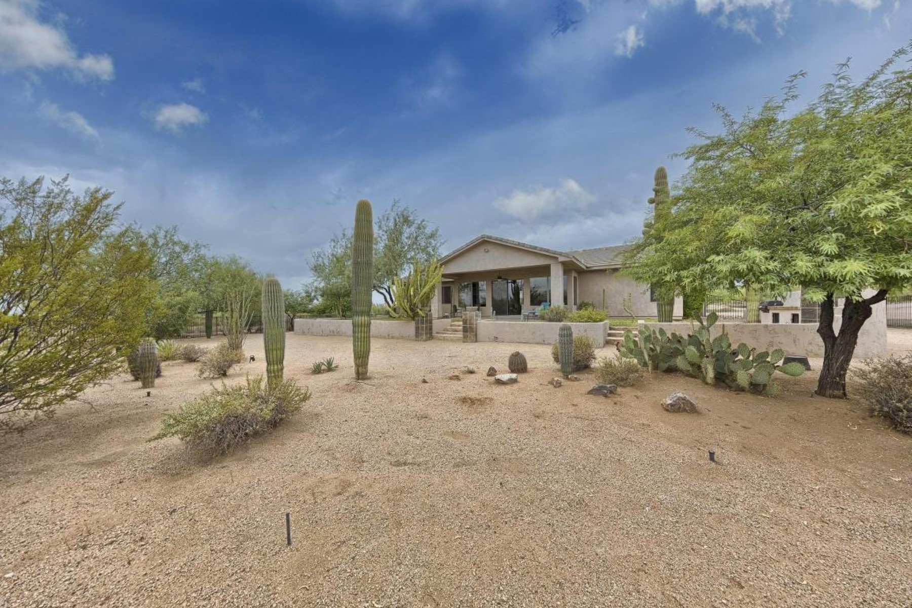 Single Family Home for Sale at Wonderful four bed + den, 3.5 bath with split floor plan. 5801 E WILDCAT DR Cave Creek, Arizona 85331 United States
