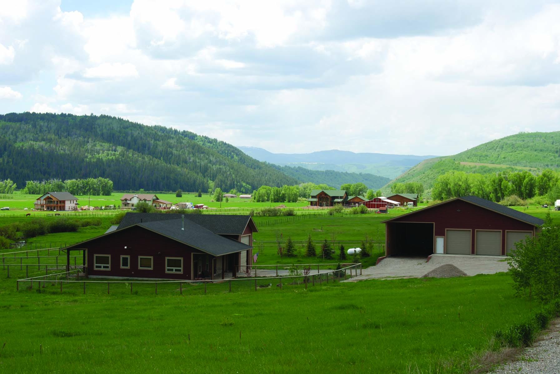 Tek Ailelik Ev için Satış at Home and Barn Bordering Forest 306 Hill Family Road Bedford, Wyoming 82112 Amerika Birleşik Devletleri