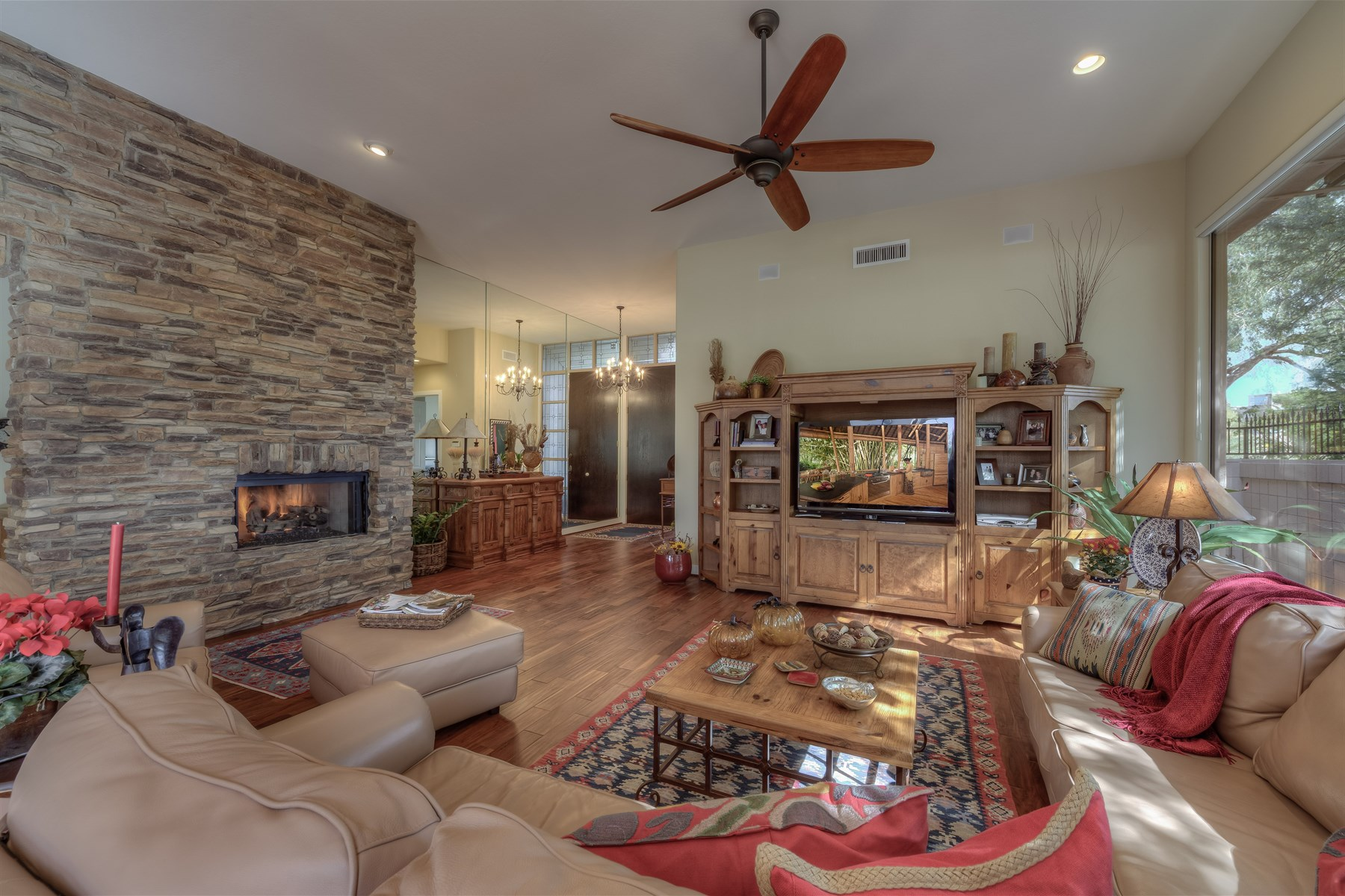 Single Family Home for Sale at Fabulous, single level remodeled home at the Biltmore Hillside Villas 6412 N 31st Pl Phoenix, Arizona 85016 United States