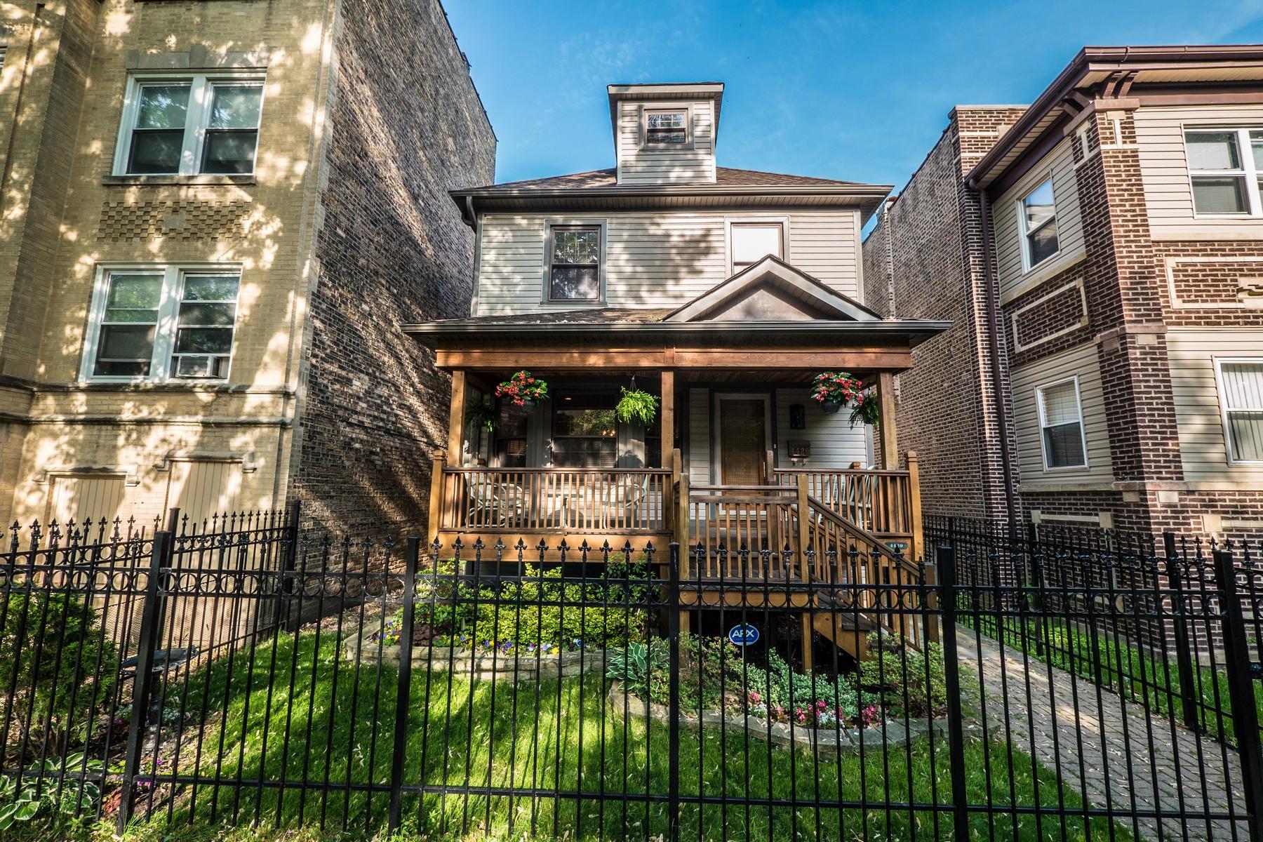 Maison unifamiliale pour l Vente à Stunning Single Family Home 4420 N Whipple Street Chicago, Illinois, 60625 États-Unis