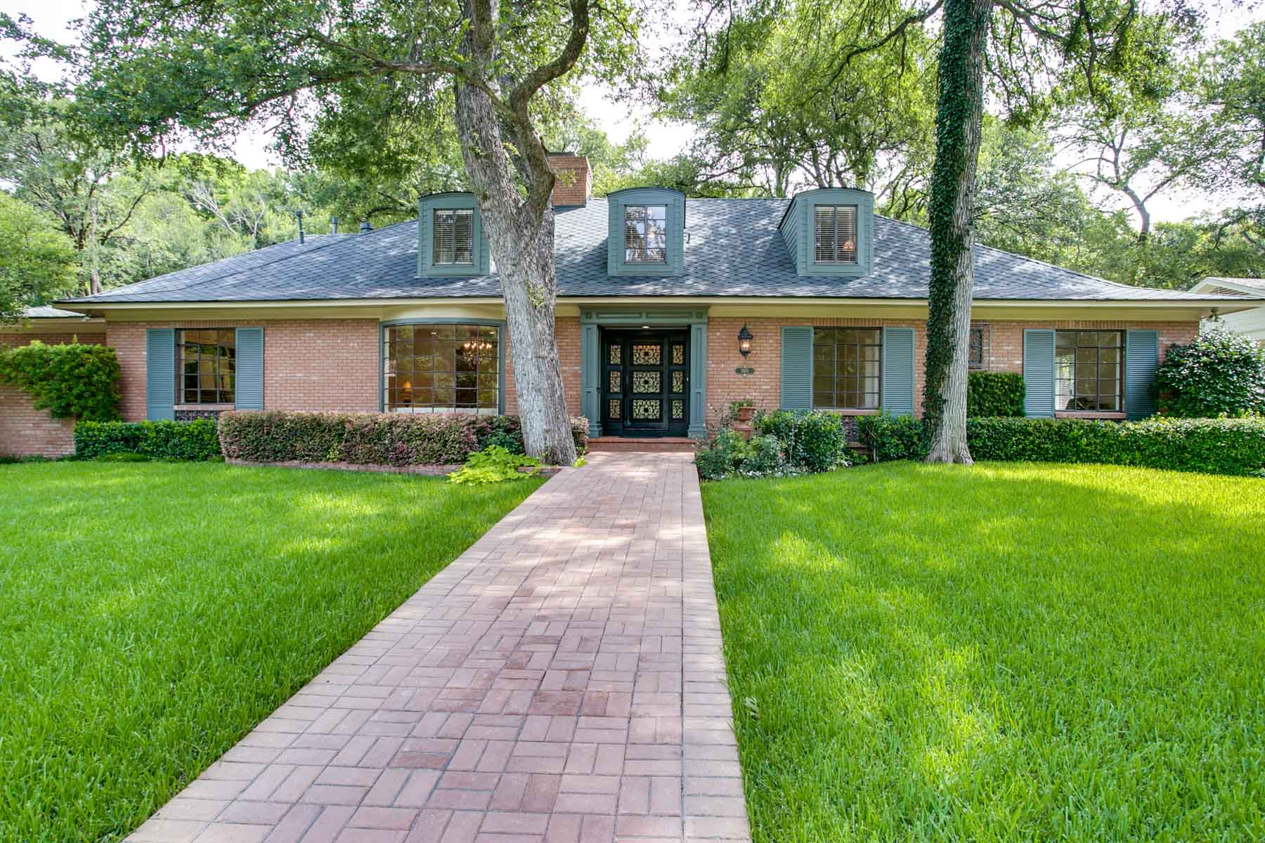 Single Family Home for Sale at Totally Renovated Home 3901 Overton Park Drive E Fort Worth, Texas, 76109 United States