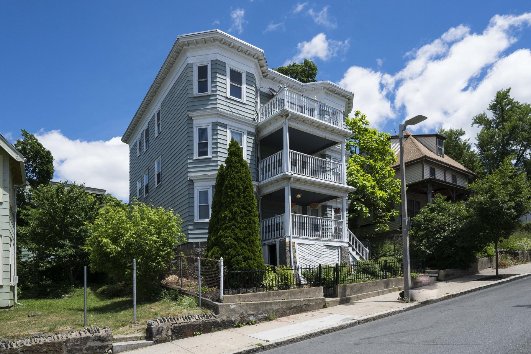 Maison unifamiliale pour l Vente à 3 Bedroom Penthouse 6 Jerome Street Unit 3 Boston, Massachusetts, 02125 États-Unis